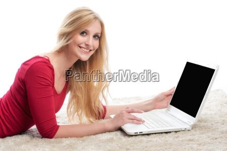 kobieta na laptopie
