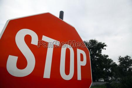 czerwony znak stop