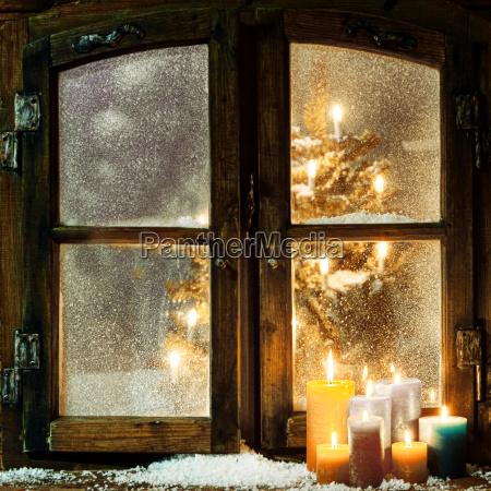 witajac okno boze narodzenie w chatce