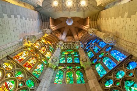 sagrada familia w barcelonie w hiszpanii