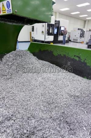 bin metalu odpadowego z procesu technologicznego