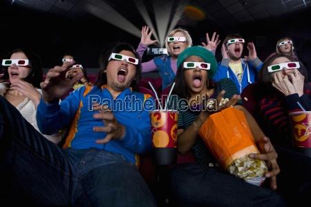 widownia filmow w okularach 3d tworzenie