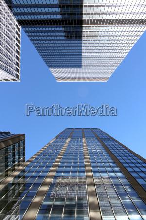 nowoczesne budynki biurowe i tlo wiezowca