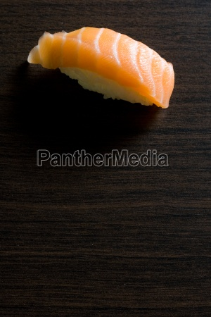 sushi maki lososia japonia japonski