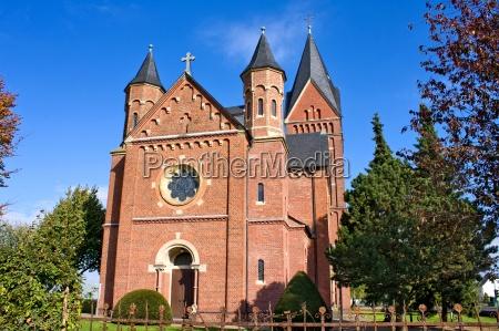 romański, kościół, jesienią - 13293860