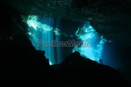 jaskinia belka sunbeam promien slonca sunlight