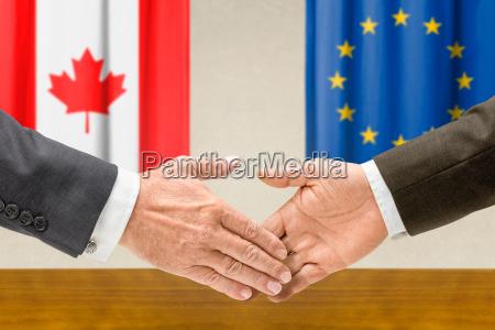 przedstawiciele kanady i ue za rece