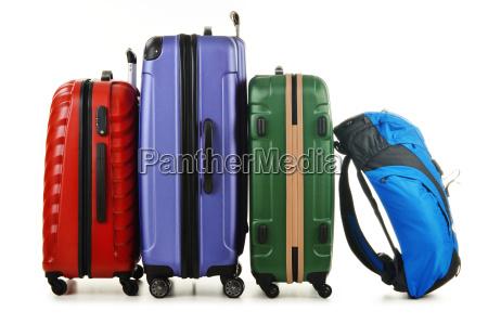 walizki i plecak na bialym tle