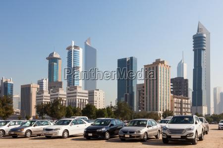 samochody przed wiezowcow kuwejtu miasta middle