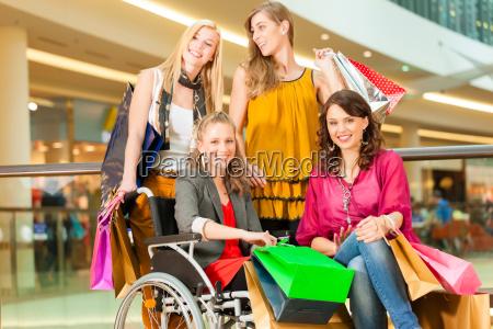 cztery girlfriends zakupy w centrum dla