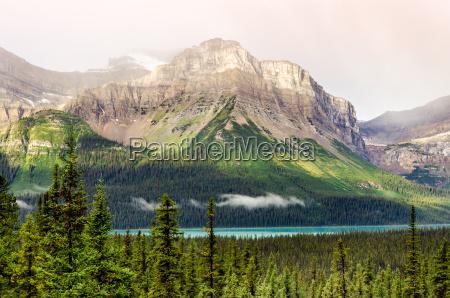 malowniczy widok na gory w poblizu