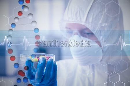 zlozony obraz naukowca w garniturze ochronnej