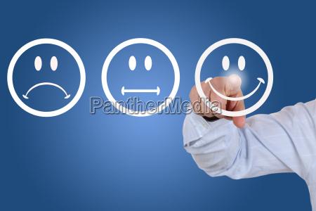 biznesmen dajac recenzje ze smiechem smiley