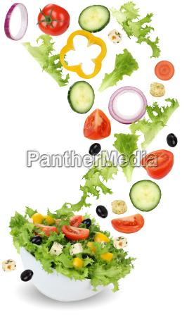 zdrowe wegetarianskie salatki z cebula ogorkiem