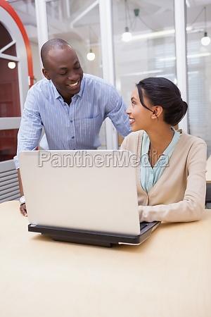 kobieta womane baba biuro laptop notebook
