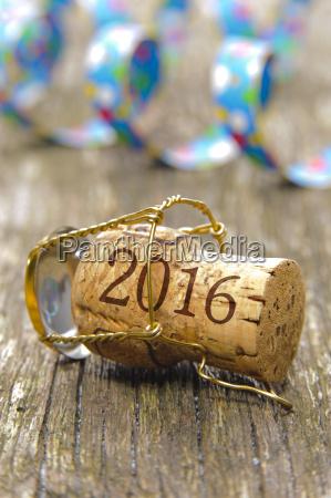 korek szampana z napisem 2016 i