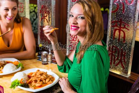 kobieta womane baba restauracja knajpa ludzie