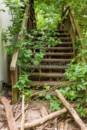 zniszczone schody