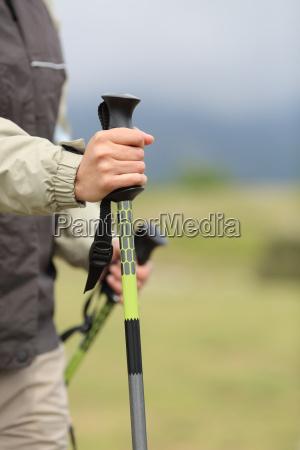 bliska hiker rece trzymajac slup wedrowac