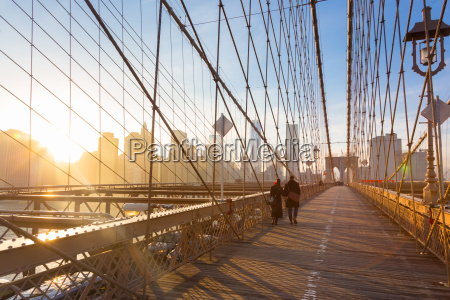 brooklyn bridge at sunset new york