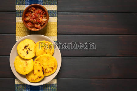 kolumbijczyk arepa z hogao sauce