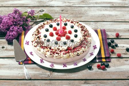 slodki smietana tort kaloria malina maliny
