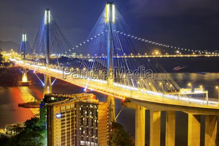 ting kau bridge w nocy
