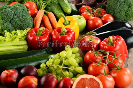 kompozycja z roznych organicznych warzyw i