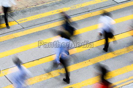 zajety crossing street w hong kongu