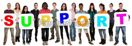 grupa mlodych ludzi wielokulturowe keep wsparcie