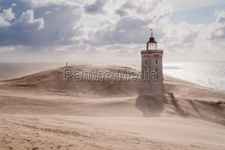 burza piaskowa w latarni morskiej