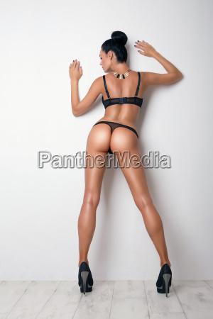 seksowna krzywo tylek dziewczyny w czarne