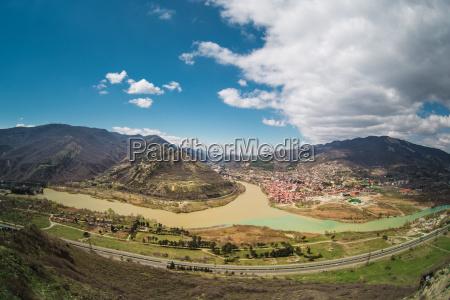 panoramiczny widok na mtskheta gruzja