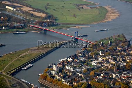 most nad renem z wejsciem do
