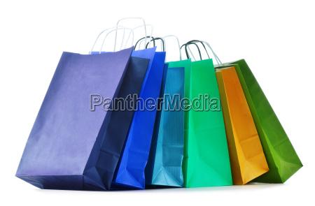 papierowe torby na zakupy izolowane bialym