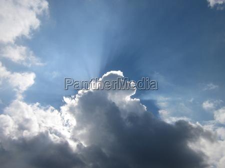 niebo jest niebieskie a pogoda obrzucenie