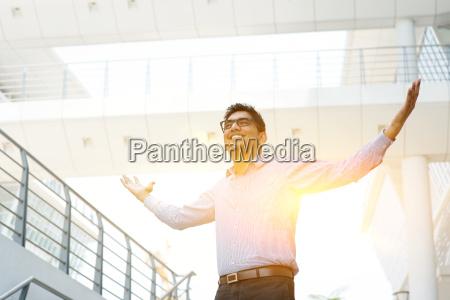 asian indian ludzie biznesu swietuje sukces