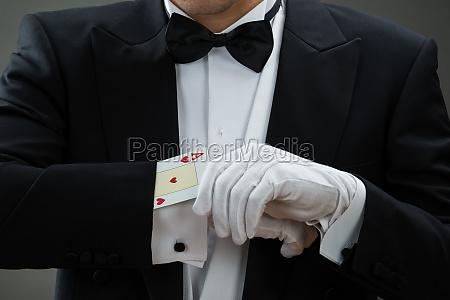 mag wykonywanie magic trick z kartami
