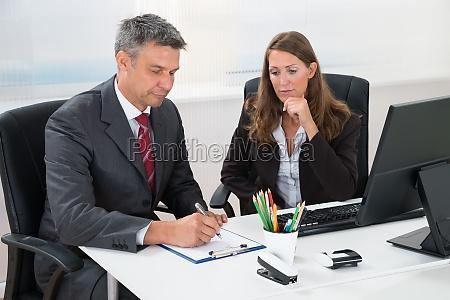 biuro pisanie pismie pisze pisac biurko