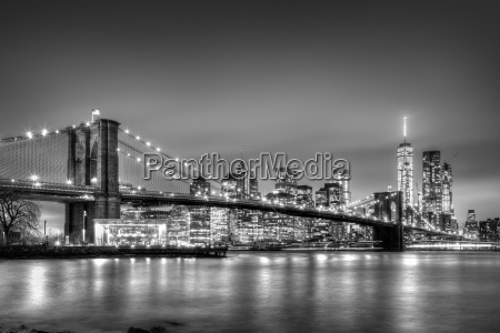brooklyn bridge at dusk new york