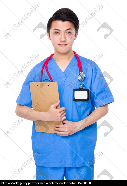 mężczyzna, lekarz, trzymać, ze, schowka - 15780550
