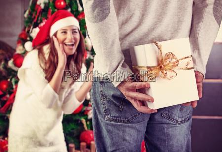 otrzymywanie prezentu swiatecznego