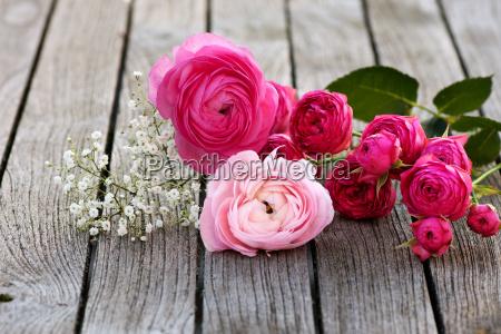 romantyczny bukiet z rozowych roz