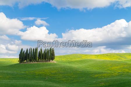krajobraz toskanski z duza iloscia nieba