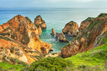 skaliste wybrzeze algarve poludniowa portugalia