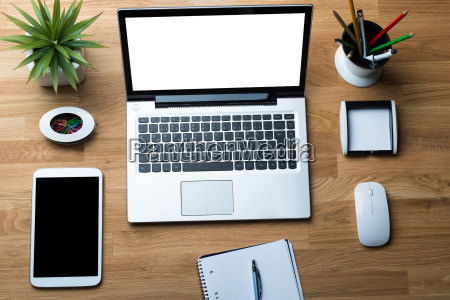 technologie z biurowymi dostawami na biurko