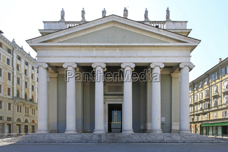 kosciol kolumny gotteshaus italy wlochy budowlany