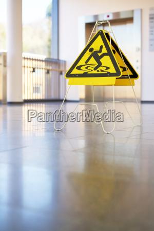 tarcza sygnal znak niebezpieczenstwo zagrozenia przedpokoj