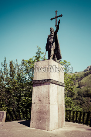 ancient king pelayo sculpture at covadonga