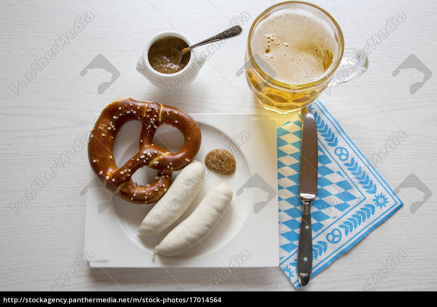 kiełbasa, z, preztelem, na, talerzu, i - 17014564